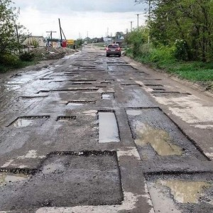 Экономить бюджет России предполагается на строительстве и ремонте дорог
