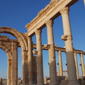 """Террористы """"Исламского государства"""" уничтожили древние колонны в Пальмере"""