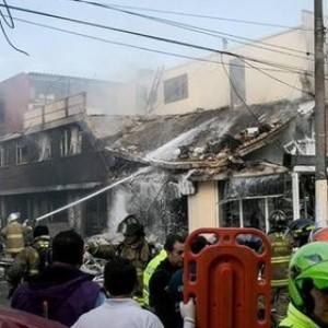 Самолет упал на жилые дома в Колумбии