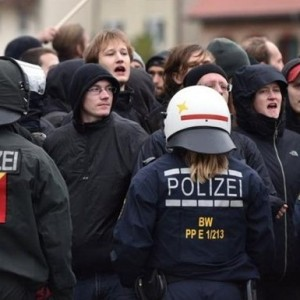 Митинг в Германии перерос в массовые беспорядки