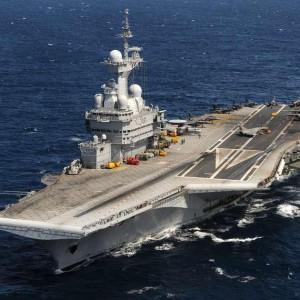 "Франция направит на корабли на борьбу с ""Исламским государством"""