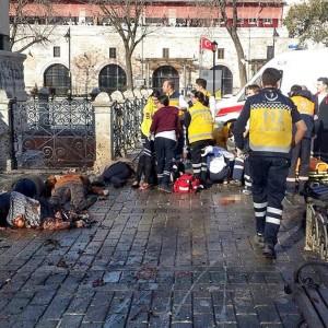 На площади Султанахмет в Стамбуле прогремел мощный взрыв